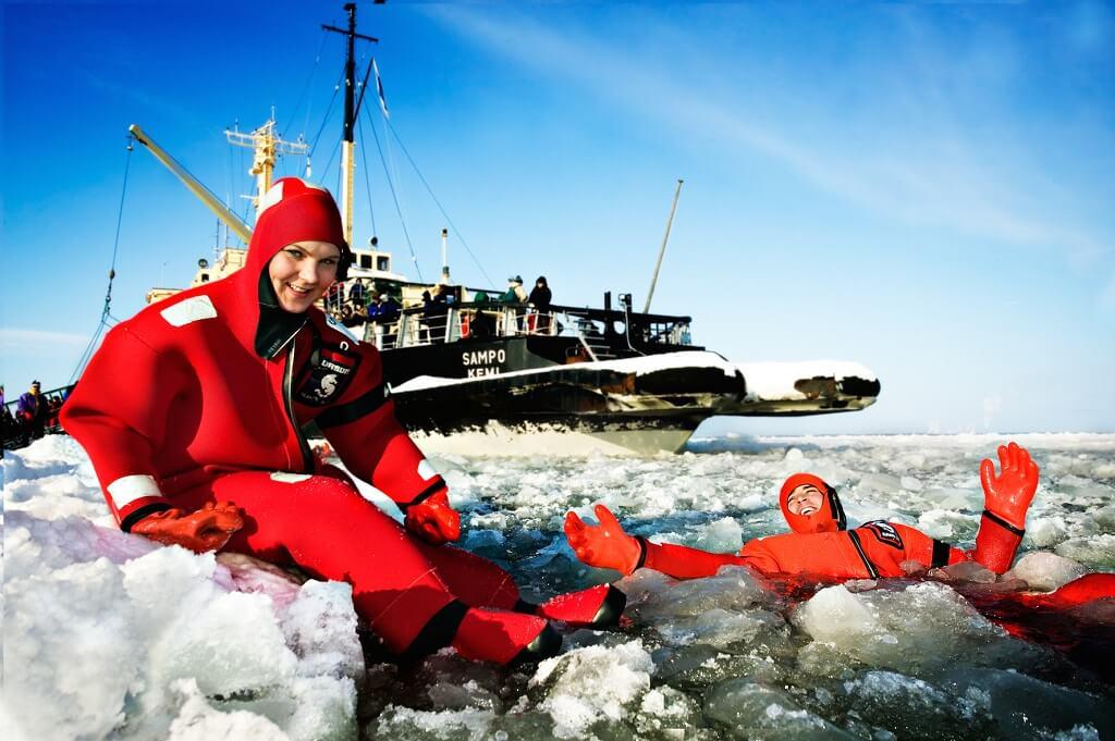 brise-glace-arctique-finlande-ice-floating