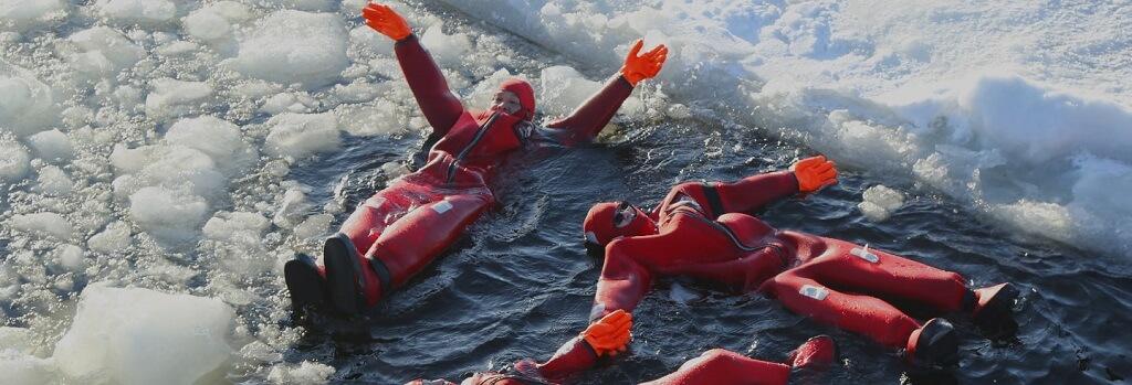 flotter-lac-gele-finlande-activite-nordique