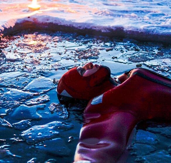 L'ice floating, l'activité outdoor d'hiver la plus emblématique de Finlande