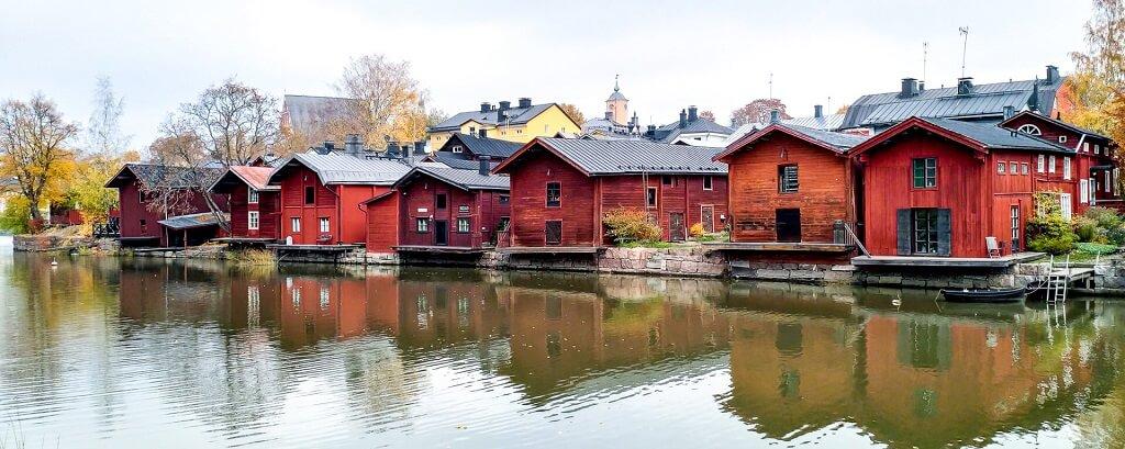 maison-rouge-typique-scandinavie-porvoo-finlande