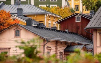 Les maisons scandinaves traditionnelles : pourquoi sont-elles en bois, rouges ou de différentes couleurs ?