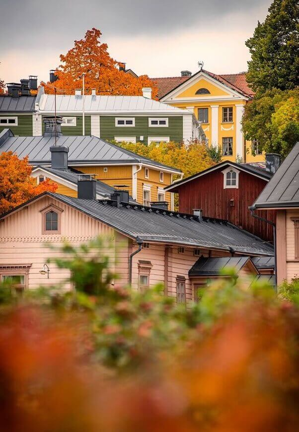 maisons-scandinaves-traditionnelles-colorees-norvege