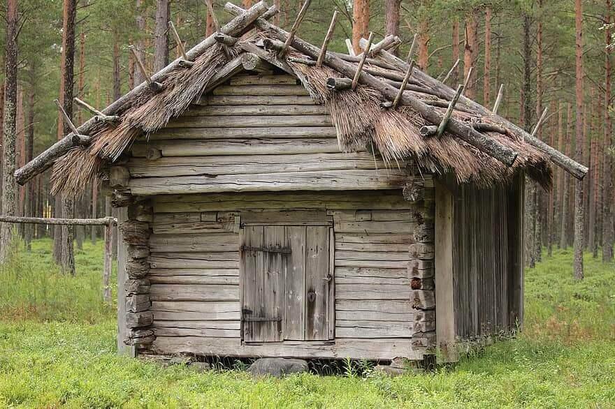 vieille-maison-scandinave-en-bois-finlande-campagne